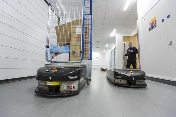 roboty chronią ludzi przed koronawirusem